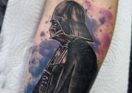 Comemorando a estréia de Star Wars em 1977 Separamos Incríveis Tattoos