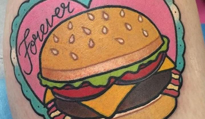 Incríveis tatuagens de hambúrguer para você se inspirar