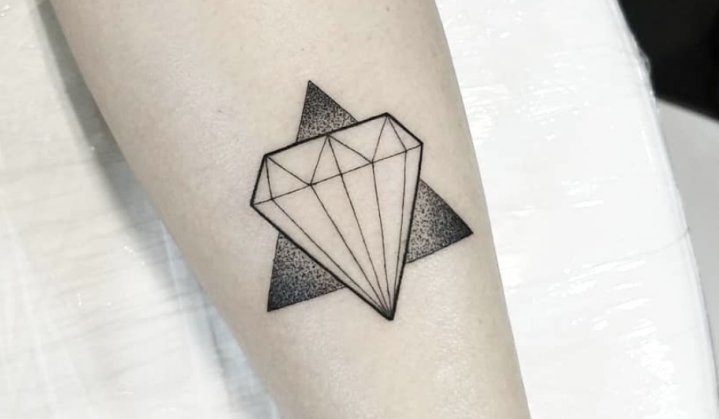 Tatuagem de Diamantes: Significados e Muito Mais