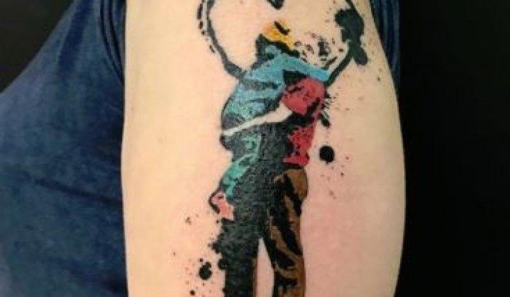 Tatuagens de Abraço: Idéias para Celebrar o Dia de Hoje