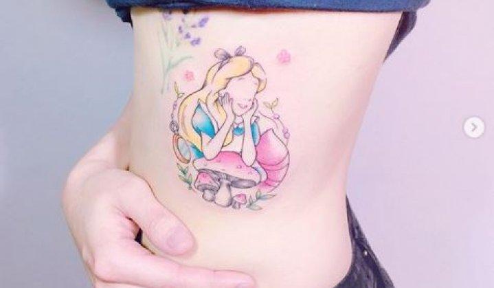 Tatuagens de Alice no País das Maravilhas